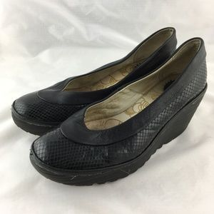 Wedge pumps black snake patent leather comfy Yoko